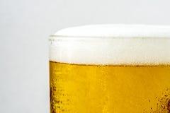 Крупный план пива пузыря в стекле Стоковое Изображение