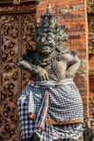 Крупный план правого предохранителя на Kori Agung на виске Batuan, Ubud, Бали Индонезии стоковые изображения rf
