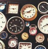 Крупный план различных часов изолированных на черноте Стоковое фото RF