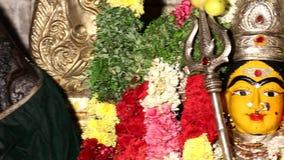 Крупный план статуя индусской съемки укладки в форме богини сток-видео