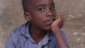 Крупный план стороны африканского мальчика сток-видео