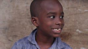 Крупный план стороны африканского мальчика акции видеоматериалы
