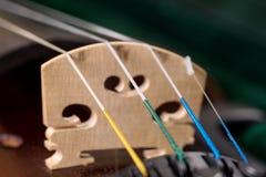 Крупный план 4 строк классической скрипки стоковое фото rf