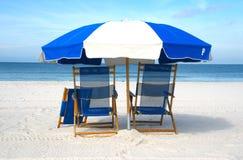 крупный план стулов пляжа Стоковые Фотографии RF