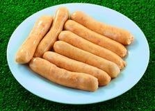 Крупный план сырых сосисок chipolata Стоковое фото RF