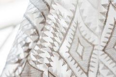 Крупный план текстуры шнурка на платье свадьбы стоковое изображение