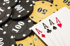 Крупный план тузов сочетания из 4 на обломоках покера Стоковое фото RF