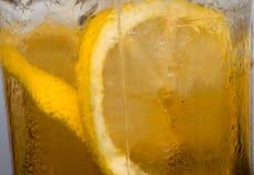 Крупный план чая лимона льда стоковое фото