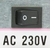 Крупный план электрического переключателя на задней части электропитания компьютера Стоковые Изображения