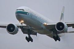 Крупный план Cathay Pacific Боинга 777-300ER стоковые изображения