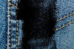 Крупный план Grunge пакостный устарелой текстуры джинсовой ткани голубых джинсов карманной, предпосылка макроса для вебсайта или  Стоковые Изображения RF