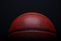 Крупный план баскетбола на черной предпосылке Стоковое Изображение