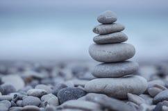 Крупный план башни камешков моря Стоковое фото RF