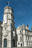 Крупный план башни с часами общественной художественной галереи Окленда Стоковое Изображение
