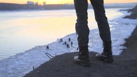 Крупный план ботинок людей акции видеоматериалы