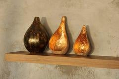 Крупный план вазы в славно украшенной живущей комнате Стоковые Фотографии RF