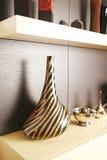 Крупный план вазы в славно украшенной комнате Стоковое фото RF