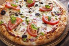 Крупный план вегетарианской пиццы стоковая фотография rf