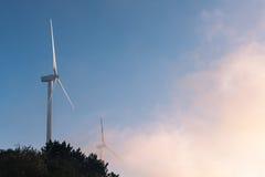 Крупный план ветротурбин стоковые фотографии rf
