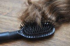 Крупный план волос гребня стоковое изображение rf