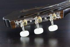 Крупный план гитары головной стоковое изображение rf