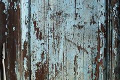 Крупный план деревянной двери с слезать краску сини/Teal Стоковая Фотография RF
