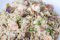 Крупный план жареных рисов Yeung Chow Стоковые Изображения