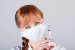 Крупный план женского доктора с шприцем Стоковое Изображение