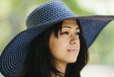 Крупный план женщины с шляпой Стоковые Изображения RF