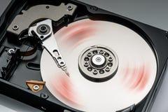 крупный план жесткого диска компьютера работая, детали Стоковая Фотография