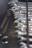 Крупный план железных установленных гаечных ключей Стоковые Фотографии RF