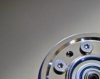 Крупный план жёсткого диска компьютера с эпицентром деятельности шпинделя Стоковые Изображения RF