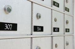 Крупный план запертых почтовых ящиков квартиры металла Стоковая Фотография RF