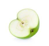 Крупный план зеленой половины яблока изолированный на белизне Стоковое Изображение RF