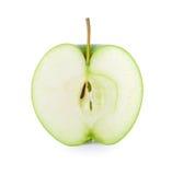 Крупный план зеленой половины яблока изолированный на белизне Стоковое фото RF