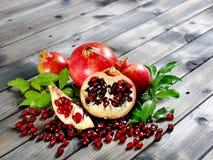 Крупный план зрелого плодоовощ гранатового дерева Стоковые Фото