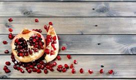 Крупный план зрелого плодоовощ гранатового дерева Стоковая Фотография