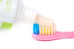 Крупный план зубной щетки макаронных изделий Стоковая Фотография