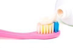 Крупный план зубной щетки макаронных изделий Стоковое Фото