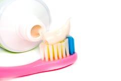 Крупный план зубной щетки макаронных изделий Стоковые Фото
