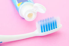 Крупный план зубной щетки с зубной пастой Стоковые Изображения RF