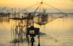 Крупный план камеры на треноге outdoors Ландшафт предпосылки из фокуса Стоковая Фотография
