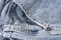 Крупный план карманн голубых джинсов Стоковые Фотографии RF