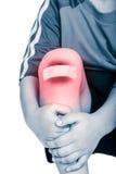 Крупный план колена ребенка с гипсолитом и синяком Ушиб спорта Стоковые Изображения RF