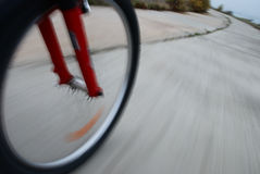 Крупный план колеса велосипеда в движении Стоковая Фотография