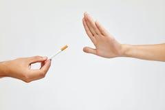 Крупный план красивой руки женщины отказывая принять сигарету Стоковая Фотография RF