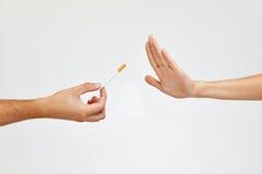 Крупный план красивой руки женщины отказывая принять сигарету Стоковое Изображение RF