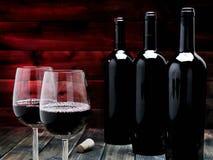 Крупный план красных бокала и бутылки, на античном деревянном столе Стоковое фото RF