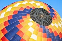 Крупный план красочного использующего горячего воздух воздушного шара Стоковые Изображения