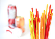Крупный план красочных выпивая солом предпосылки, трубок для cockta Стоковая Фотография